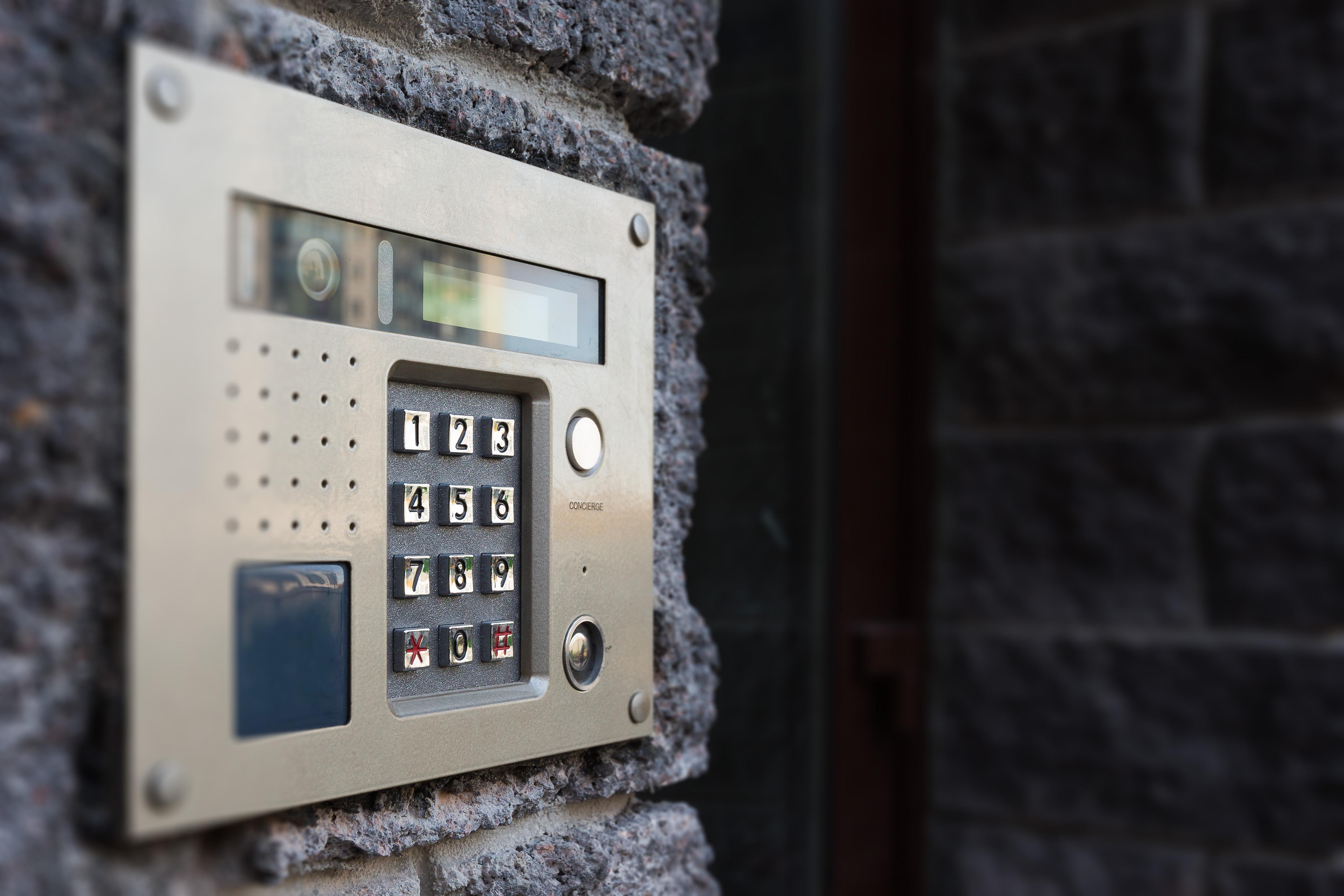 Close-up of building intercom - interphone- videophone - jmh-automatisme - reyrieux - installation volets roulants - portails automatiques - ouverture automatique - fermeture automatique - interphonie - videophonie - motorisation de volets